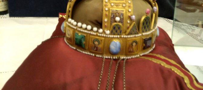 Tudósítás kiállításról – Szelényi Károly képei a Szent Koronáról a Klebelsberg Emlékházban